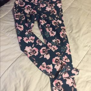 Fabletics NWT floral leggings. S small